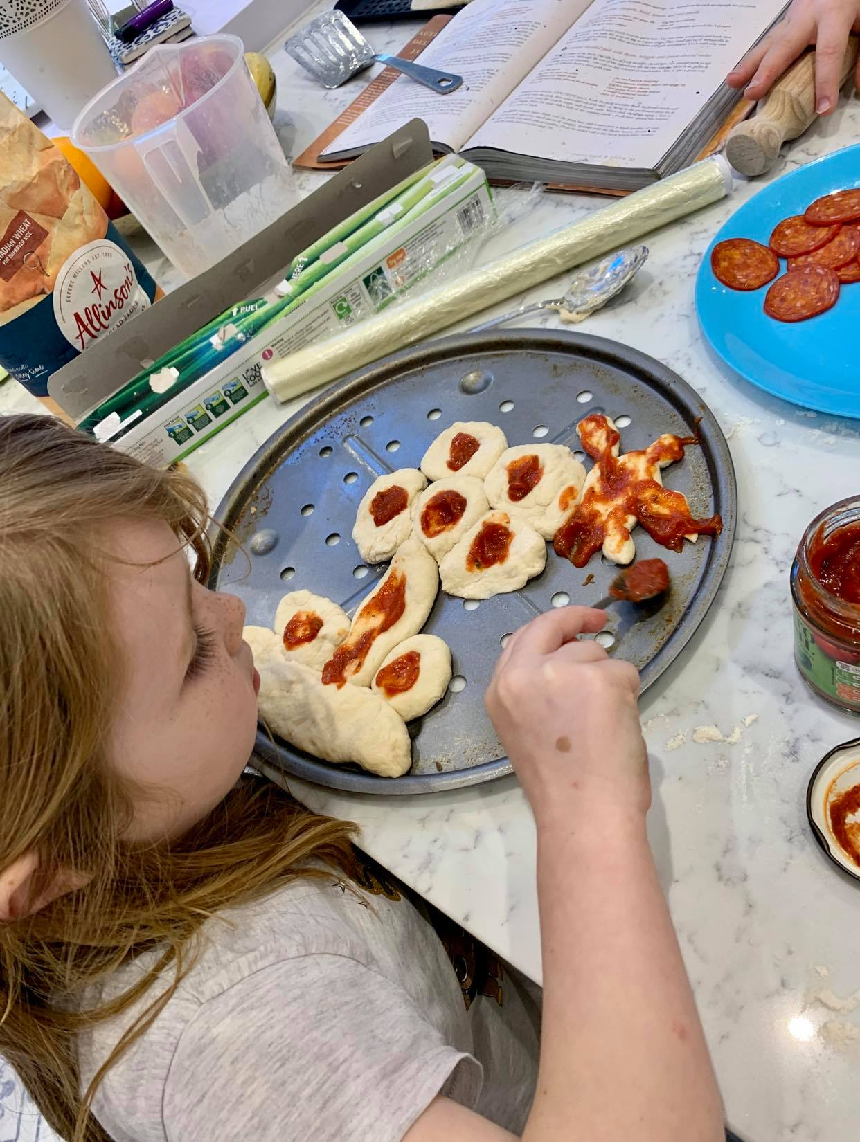 making pizzas with children