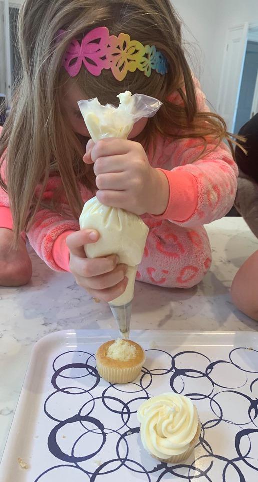 how to make pinata cupcakes. Easy kids recipe