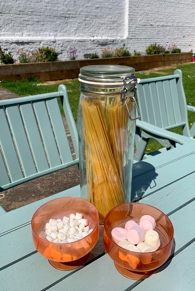 what do you need for spaghetti marshmallow game