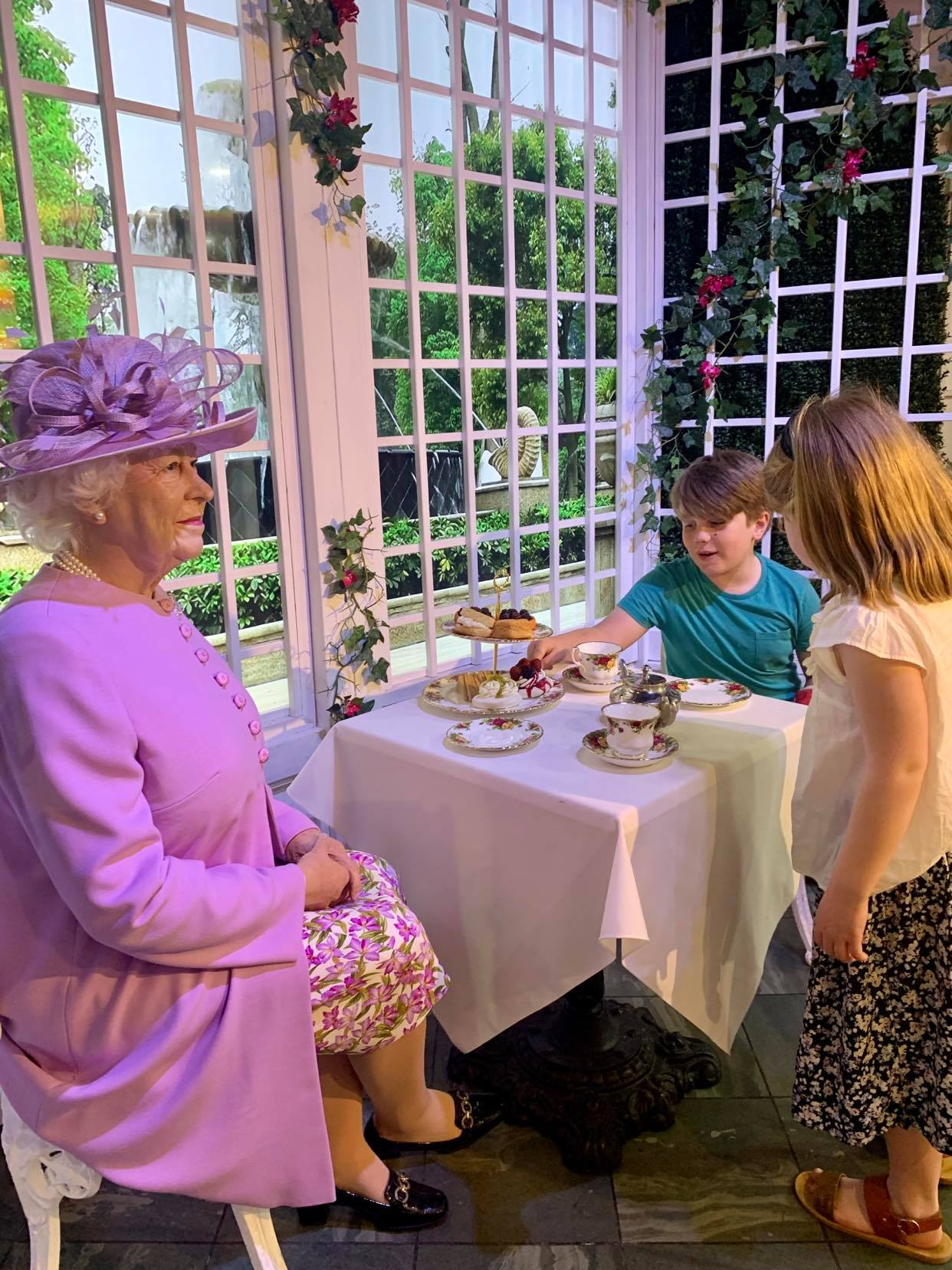 36 hours in london with kids, meeting the queen at madame tussauds