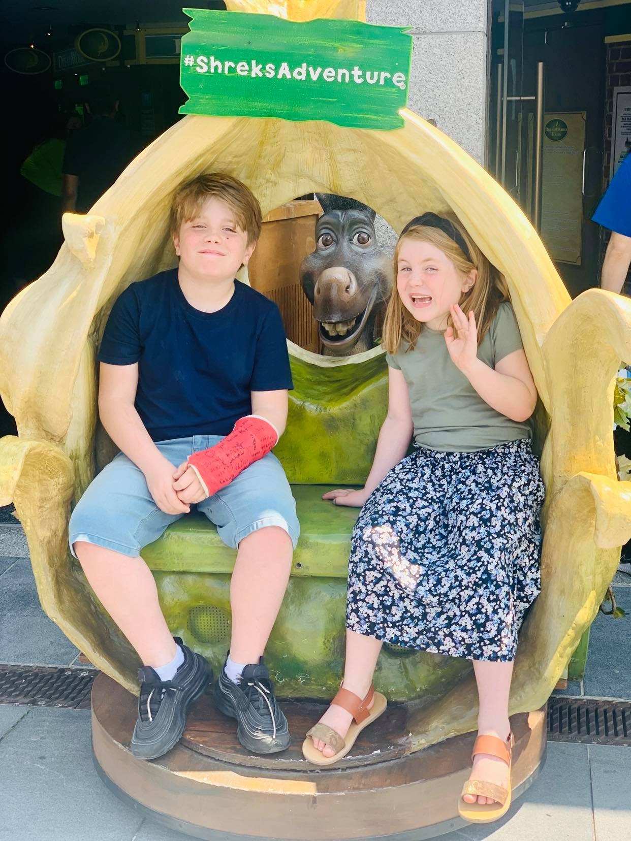 Shrek Adventure London, Whats it like and our review. Children posing for pictures outside